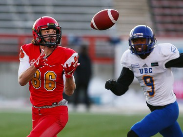 The U of C Dinos Hunter Karl catches a touchdown late in the second half of the Hardy Cup on Saturday November 11, 2017. The Dinos won over the UBC Thunderbirds after Niko Difonte kicked a game-winning 59-Yard goal in the closing seconds to win the game 44-43.