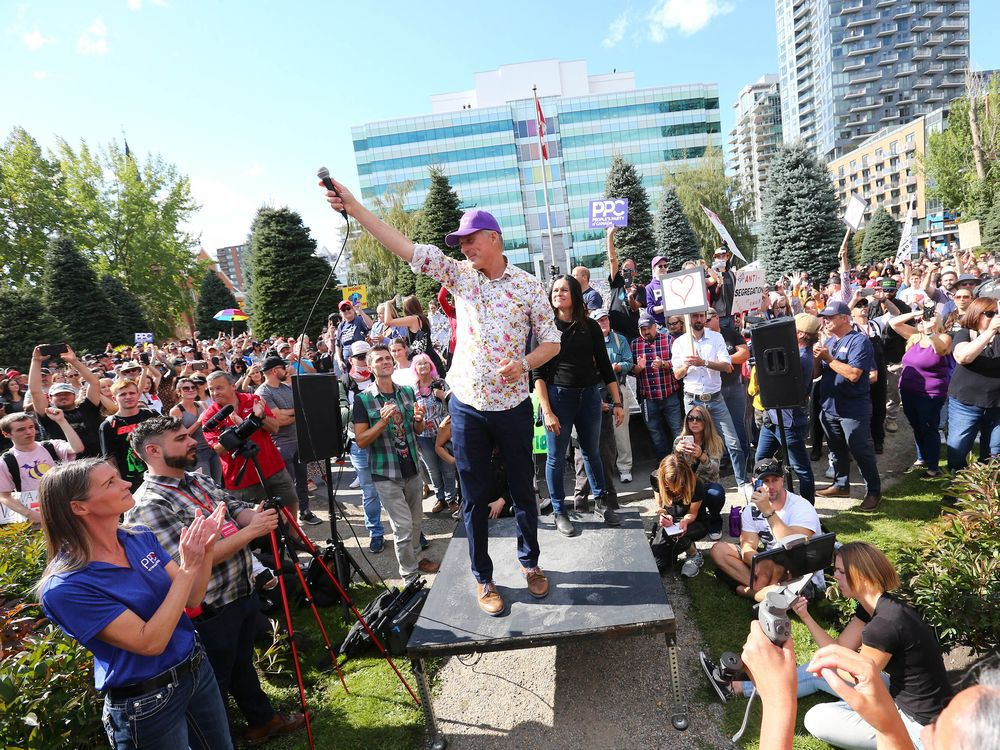 Maxime Bernier speaks at anti-vax Calgary 'freedom rally' attended by more than 1,000