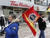 Union workers and supporters gathered to demonstrate in front of Tim Hortons on Sparks Street in Ottawa Wednesday Jan 10, 2018.  People gathered at noon to support $15 & Fairness for Tim Hortons workers. Tony Caldwell