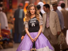 Sarah Jessica Parker finally closes the mismatch shoe mystery from episode 13 of season three's Sex and the City.