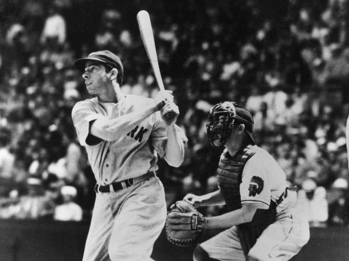 PENIS WITH A MAN HANGING FROM IT: Pete Rose suggests Joe Dimaggio was well hung