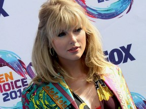 Taylor Swift poses for photos at the Teen Choice Awards 2019 Arrivals held at Hermosa Beach Pier Plaza in Los Angeles, on Aug. 11, 2019.