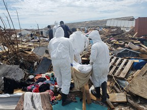 Members of the Bahamian Defence Force remove bodies from the destroyed Abaco shantytown called Pigeon Peas, after Hurricane Dorian in Marsh Harbour, Bahamas September 8, 2019. (REUTERS/Zach Fagenson)