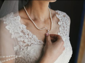 A bride's decision to change her accessories has hurt a friend's feelings.