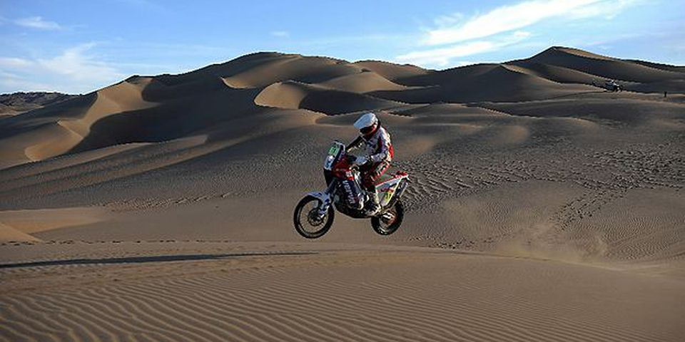 Poland's driver Jakub PrzygoNski powers his KTM during the 7th stage of the Dakar 2010, between Iquique and Antofagasta, Chile, on January 8, 2010. France's Cyril Despres won the stage and leads the race, Spain's Marc Coma took the second place and France's David Fretigne the third.
