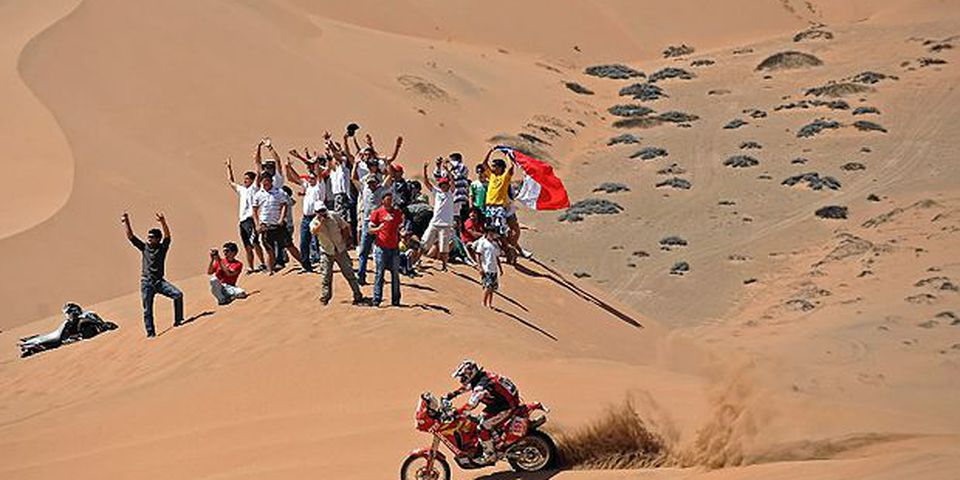 China's Wenmin Su rides his Jincheng during the 4th stage of the Dakar 2010 between Fiambala, Argentina, and Copiapo, Chile on January 5, 2010. Spain's Marc Coma won the stage, France's David Casteu took the second place and France's Cyril Despres the third, and leads the race.