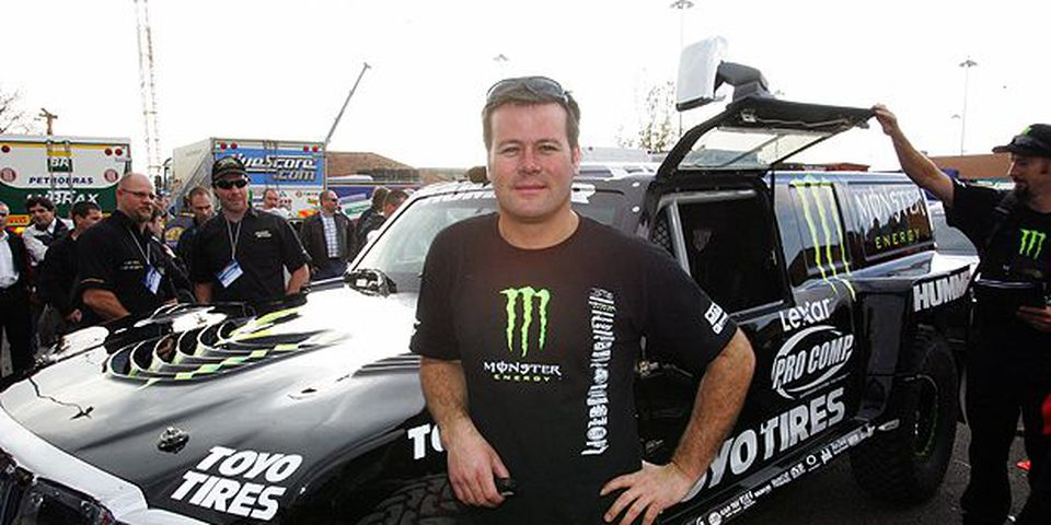 JANUARY 21, 2007: US Robby Gordon (Hummer) poses for photographers close to his car 05 January 2007 in Lisbon before technical control.
