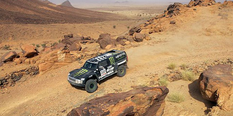 JANUARY 12, 2007: US Robby Gordon drives his Hummer during the seventh stage of the 29th Dakar between Zouerat and Atar, 12 January 2007.