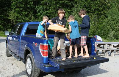 2010 Ford F150 kids in bed.jpg