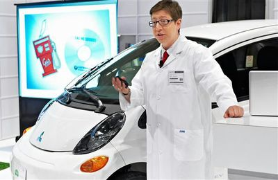 "Mitsubishi ""Electriphobia"" scientist, Keri Zierler, during presentation at Green Living Show."