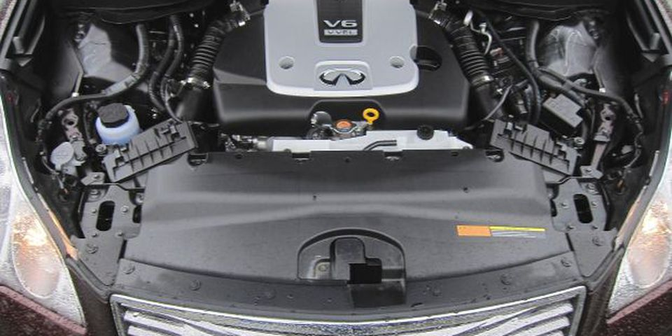 The larger engine under the hood for 2013 generates more power, yet achieves the same fuel-consumption ratings as the old mill.