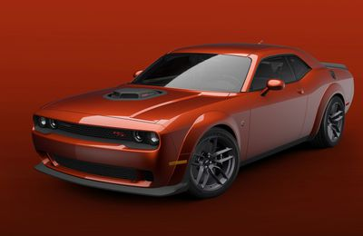 2021 Dodge Challenger R/T Scat Pack Shaker Widebody comes with the legendary cold-air grabbing Shaker, which extends from the engine compartment, directing cooler air back into the 392 HEMI V-8 engine.