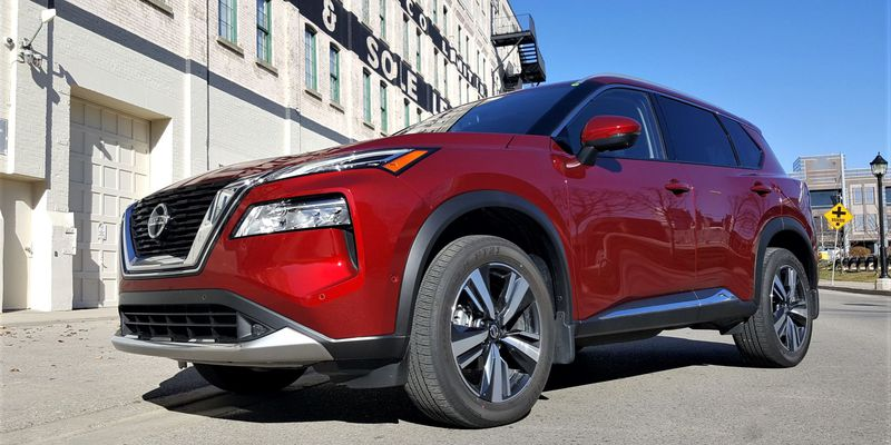 2021-Nissan-Rogue-Compact-SUV-Driving-NF (4)