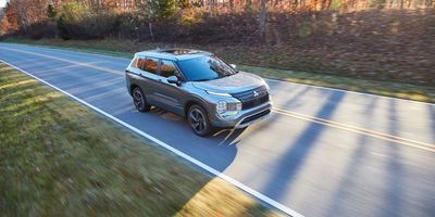 2022-Mitsubishi-Outlander-First-Look-Driving (17)