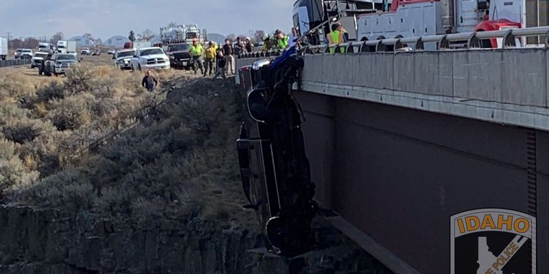 2 people + 2 dogs rescued from truck dangling from bridge