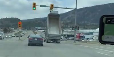 WATCH- Kelowna dump truck driver smashes green lights with box raised