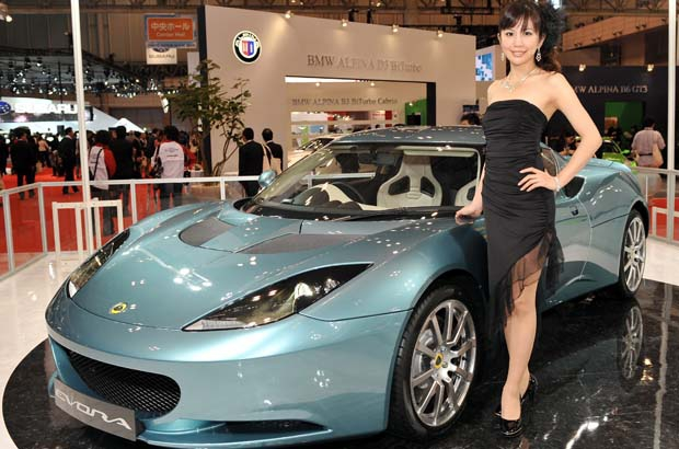 "A model poses next to the Lotus ""Evora"", which is based on the first all-new vehicle platform from Lotus since the release of the Lotus Elise in 1995, at the Tokyo Motor Show."