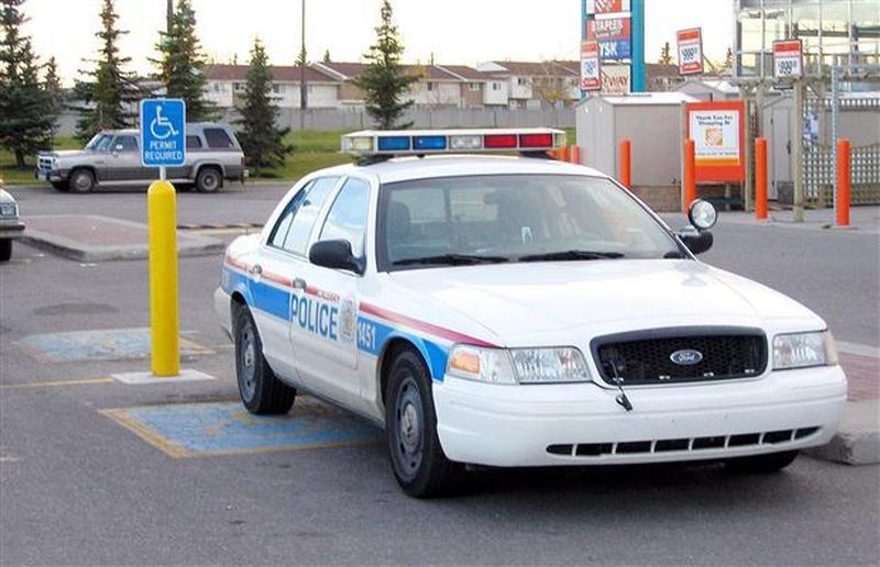 Police in handicapped spot