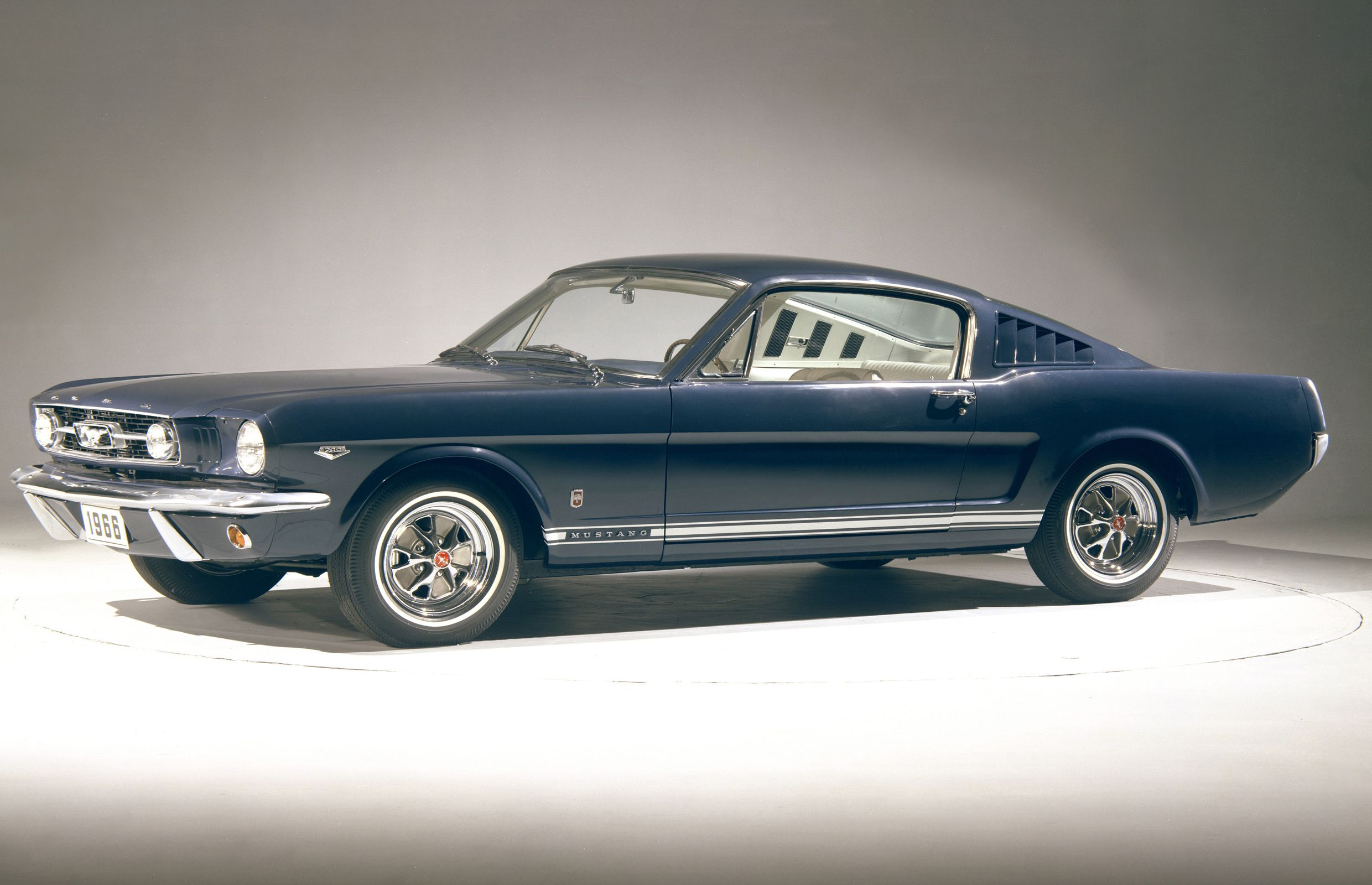 1966_Ford_Mustang_GT_fastback_blue_CN3806-005b