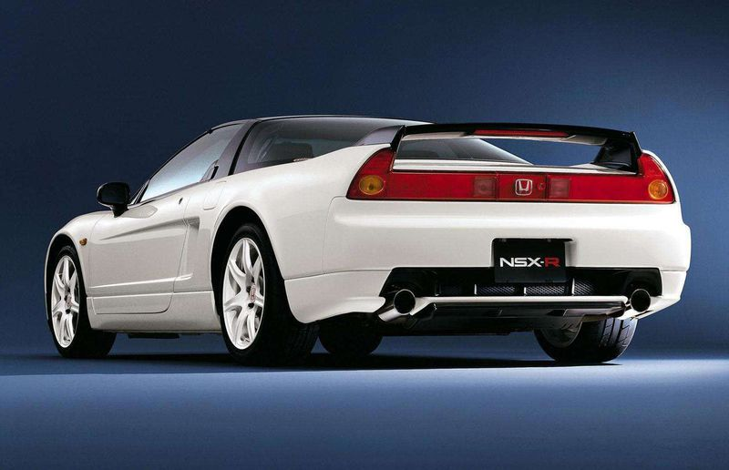 To give the NSX its Type-R credentials, Honda finely balanced the engine's rotating assembly with the same process as its F1 engines. It also reduced gear ratios, added a more aggressive limited-slip differential setup and cut curb weight to 1,230 kilograms.