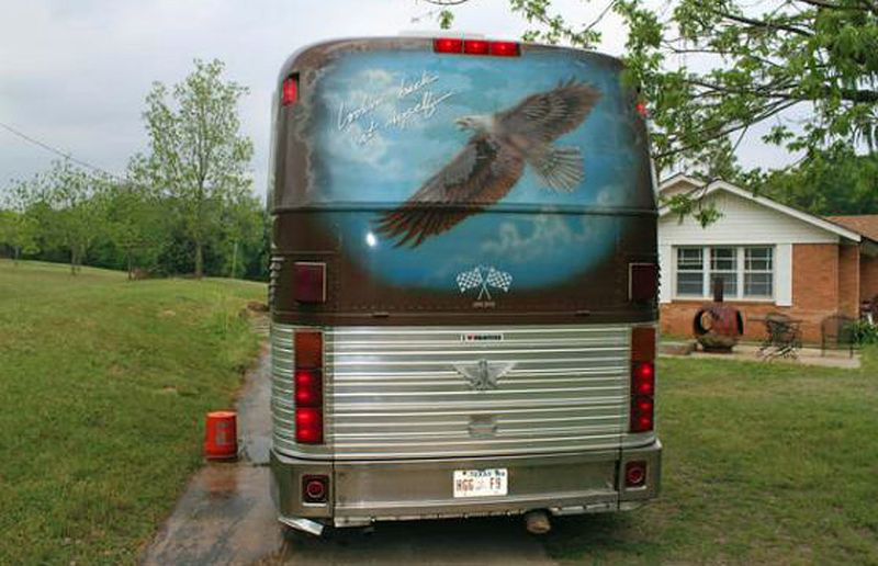 In true Willie Nelson form, a majestic eagle mural adorns the back of the bus.