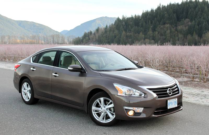 The Altima design may be three years old, but it still offers enough curb appeal to attract a large portion of the buyers shopping in this popular segment.