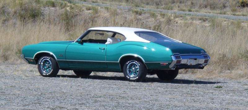Sideview of the Oldsmobile 442.