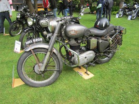 Shad Lievesley's award-winning 1959 Royal Enfield Bullet with the Graham Hill-design crash helmet sitting on the seat.