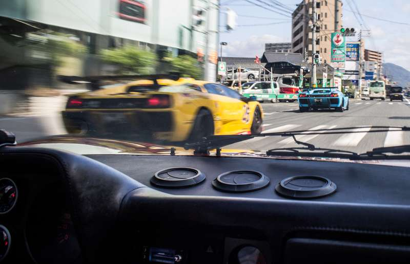We played a game of cat-and-mouse with two Lamborghini Diablo SV-Rs on our way to Tomohiro Aono's garage.