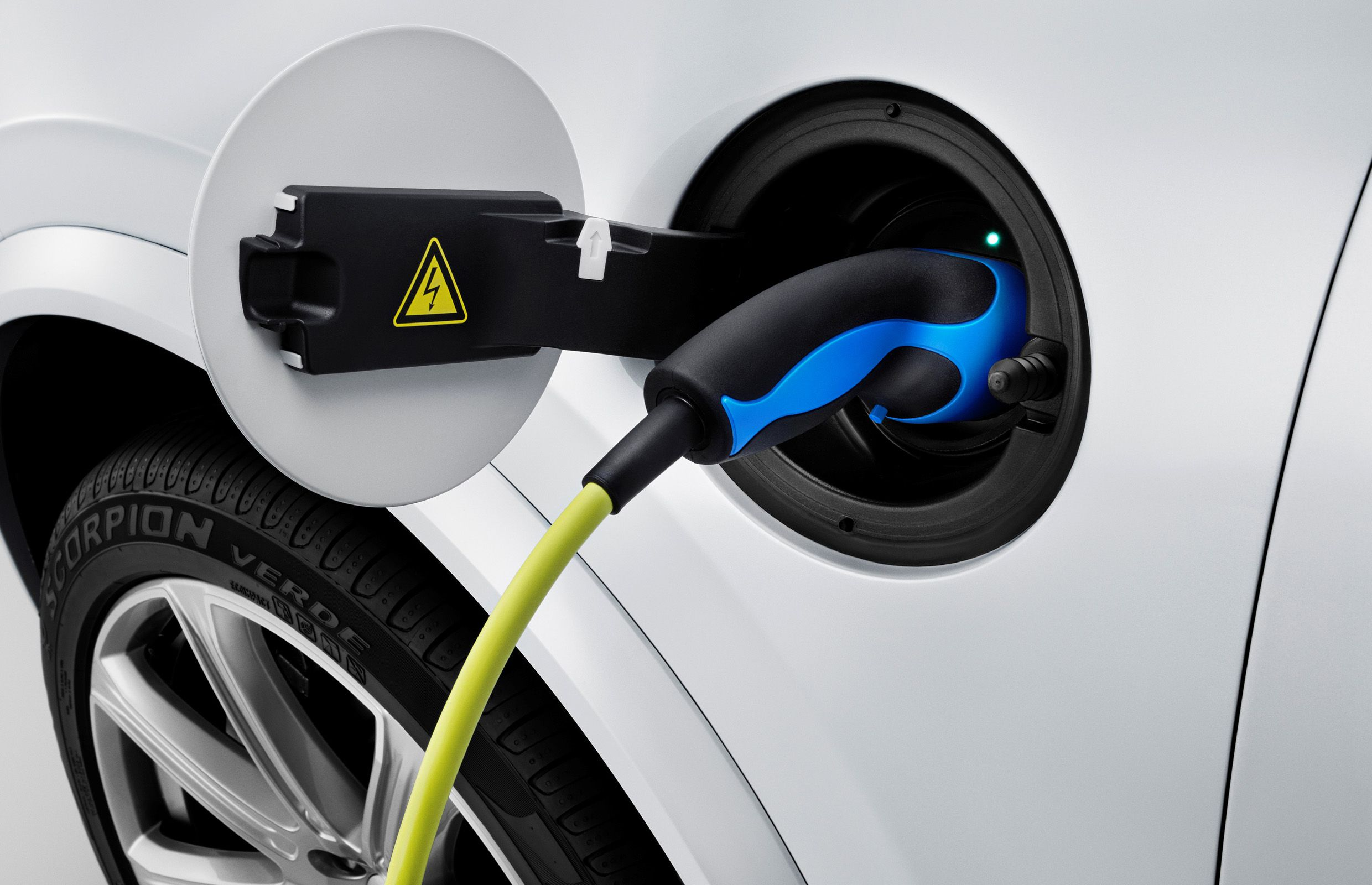 The all-new Volvo XC90 Twin Engine – charge cable