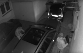 In a test set up by the German group Allgemeiner Deutscher Automobil-Club, two men steal a BMW 3 Series Touring with a signal amplifier.