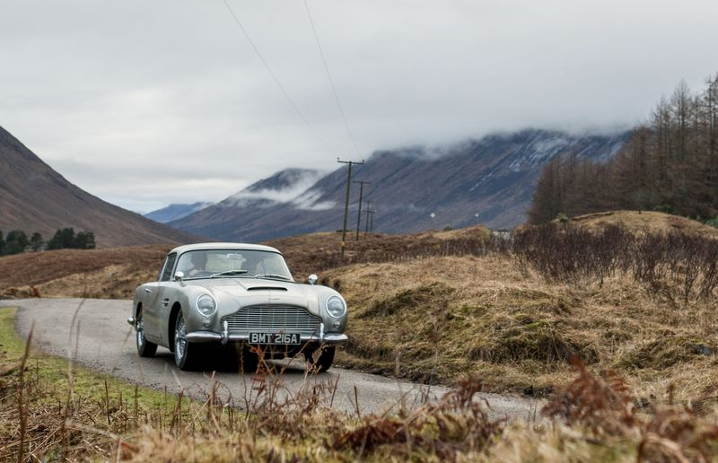 Aston Martin to build 28 'Goldfinger' DB5 cars, gadgets included