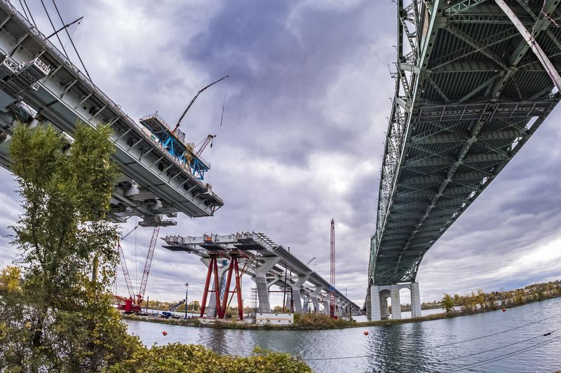 Champlain Bridge, in Montreal on Thursday October 25, 2018, will be completed by December 21 but it won't be open to traffic until the summer of 2019 at the latest.