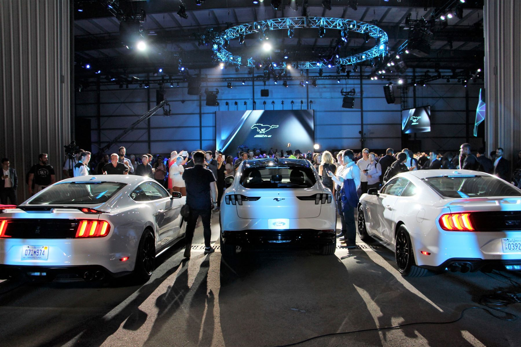 Los-Angeles-Auto-Show-Ford-Mustang-Mache-Quebec-Driveway-2019-NF (14)
