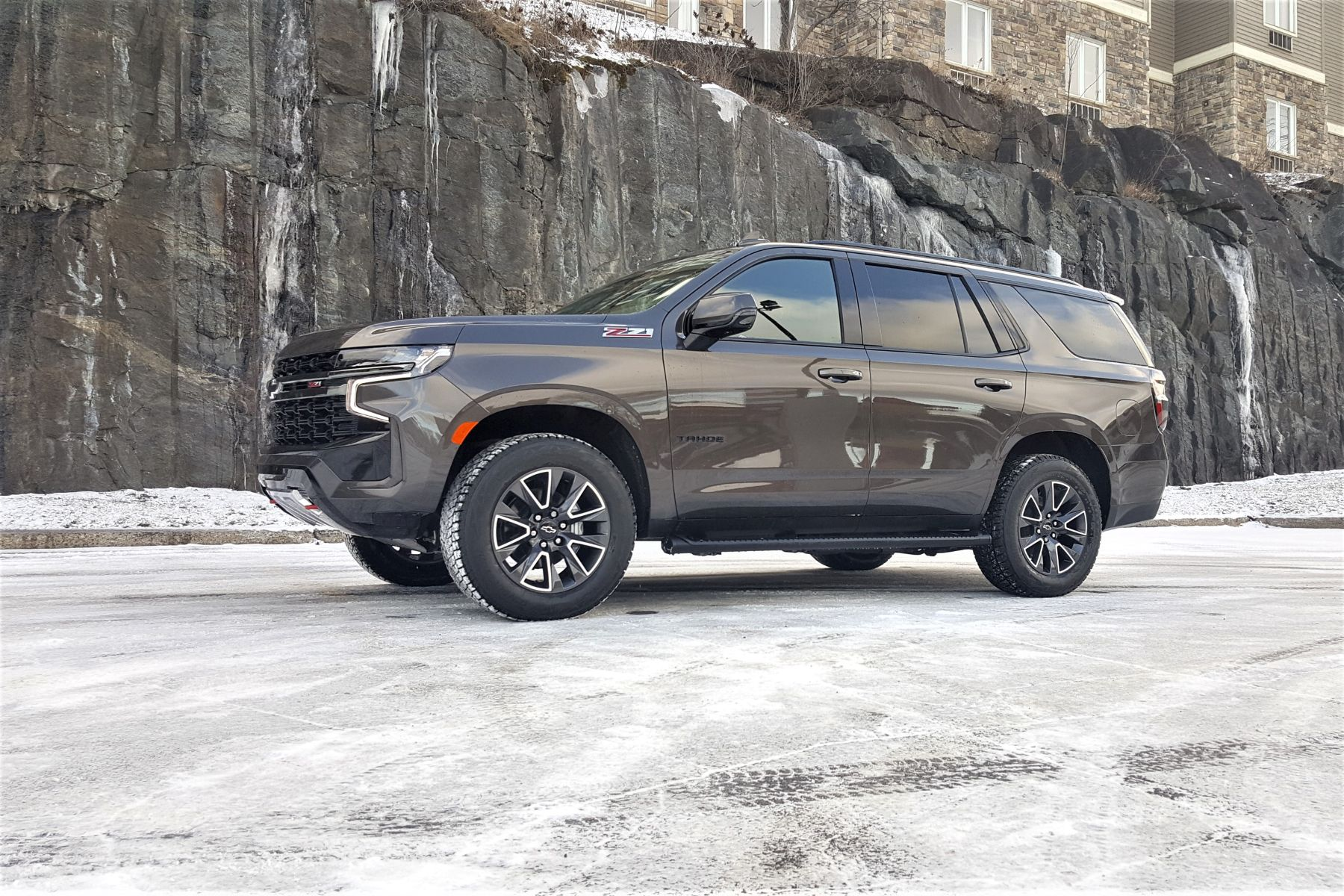 2021-Chevrolet-Tahoe-Driving-NF (3)