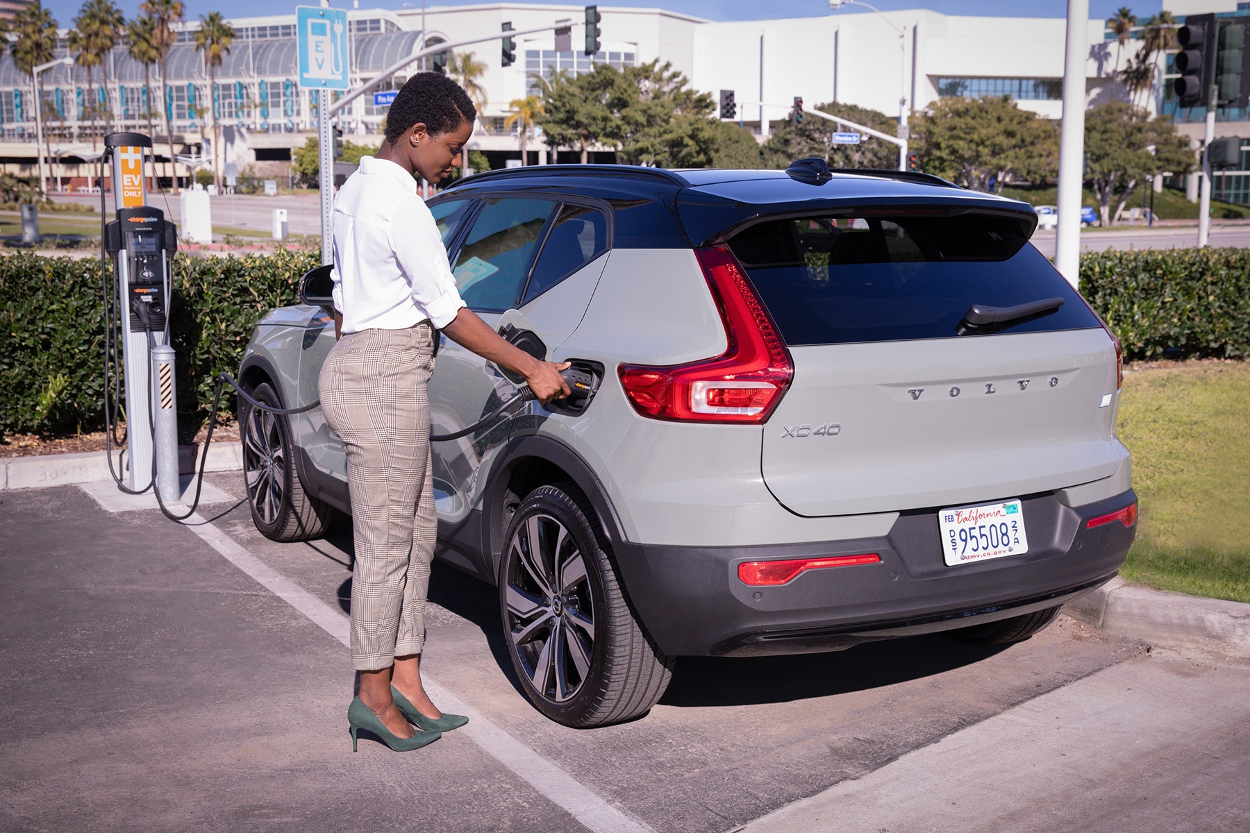 ChargePoint in-car app charging Volvo XC40 Recharge