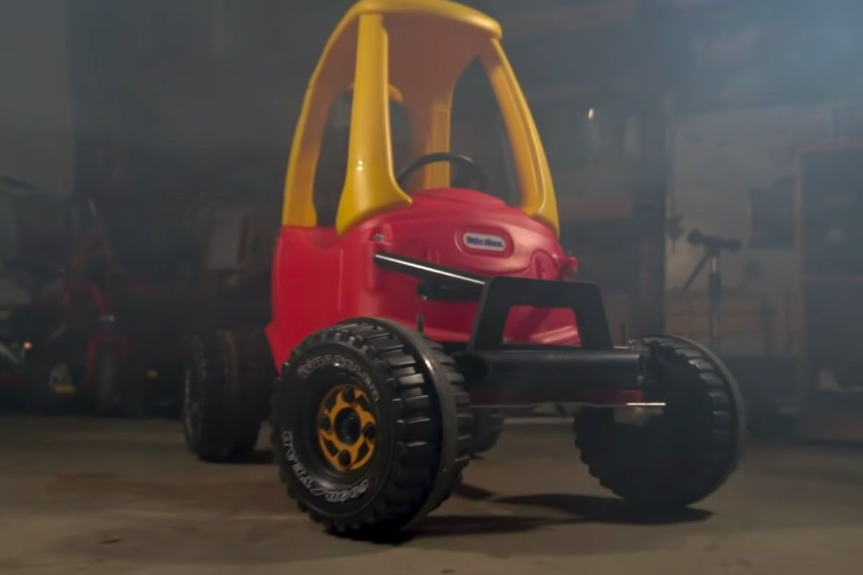 Taylor Calmus, a Colorado-based dad reinforced, lifted, and fitted this souped up Cozy Coupe with working steering and dual-electric motor drive.