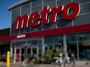 Profits surged at Metro in the second quarter as the grocery retailer controlled its operating expenses through a period of corrosive food price deflation.