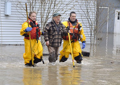 Members of the Chatham-Kent Fire Services dive team arrived on scene at the Siskind and Pegley Court area of Chatham, Ont. on Saturday February 24, 2018 to assist some residents whose homes were flooded. (Louis Pin/Postmedia News)