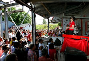 White Stripes lead guitarist Jack White and drummer Meg White play a half-hour guerrilla show at Arva Flour Mill north of London, before their concert at the John Labatt Centre. Photo taken July 7, 2007 (Mike Hensen/The London Free Press)