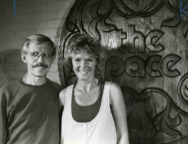 Ann and Carl Grindstaff, operated a When Change of Pace folk cafe, 1988. (London Free Press files)