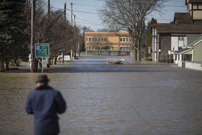 CHATHAM, ONT:. FEB.25, 2018 -- Terry Travis takes a look at a flooded Dover St. in Chatham, Sunday, February 25, 2018.  (DAX MELMER/Windsor Star)