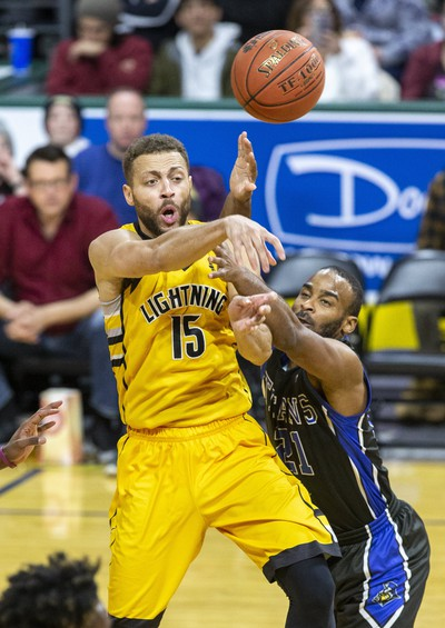 Garrett Williamson of the London Lightning passes to a teammate while covered by Akeem Scott of the Kitchener-Waterloo Titans during their game in London, Ont. on Monday February 17, 2020. Derek Ruttan/The London Free Press/Postmedia Network