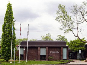 Beaconsfield joins other West Island municipalities studying how to best raise remuneration rates.