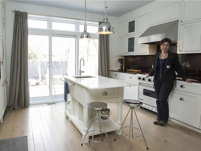 Kimberlie Robert, in her kitchen which was totally redone in her home. (Pierre Obendrauf / MONTREAL GAZETTE) ORG XMIT: 55935 - 0001