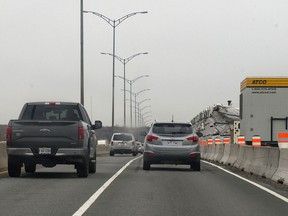 Traffic passes on the eastbound side of the Ile aux Tourtes Bridge between Vaudreuil-Dorion and Ste-Anne-de-Bellevue in 2016.