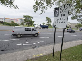 Buses and taxis are permitted to use the reserved lane whether there is only one person inside or whether they are full, explains Nomba Danielle, a spokesperson for Transport Quebec.