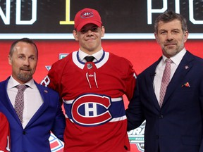 Jesperi Kotkaniemi poses with Canadiens assistant GM Trevor Timmins, left, and GM Marc Bergevin after being selected third overall by the Montreal Canadiens during the first round of the 2018 NHL Draft at American Airlines Center on June 22, 2018, in Dallas.