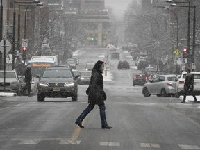 The snowfall warning is in effect for the island of Montreal, along with areas including Châteauguay, La Prairie, Laval, Longueuil and Varennes.
