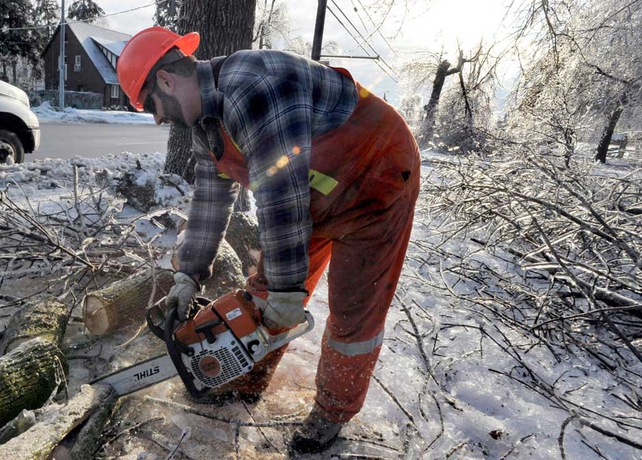 Toronto Ice Storm 90 000 Still Without Power National Post